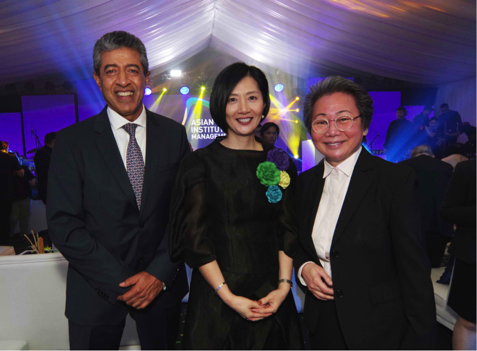Aftab Ahmed, Citibank Country Officer, Jikyeong Kang, and Lizanne Uychaco, Senior Vice President of Corporate Services, SM Investments Corporation