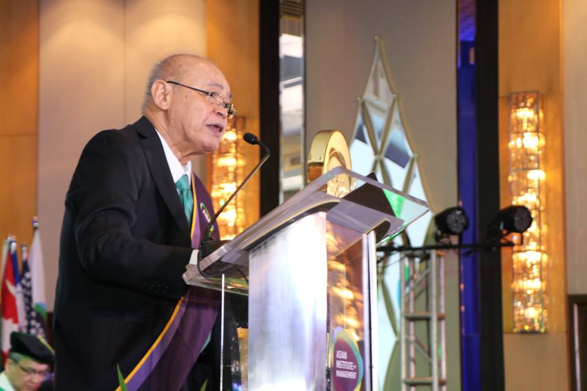 Mr. Peter Garrucho, Jr., OBE, Chairman, Board of Trustees, introducing the Commencement Speaker